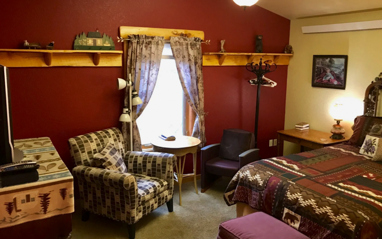 Bear Mountain Suite Sitting Area